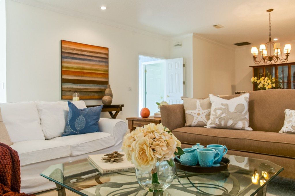 white sofas in home staging