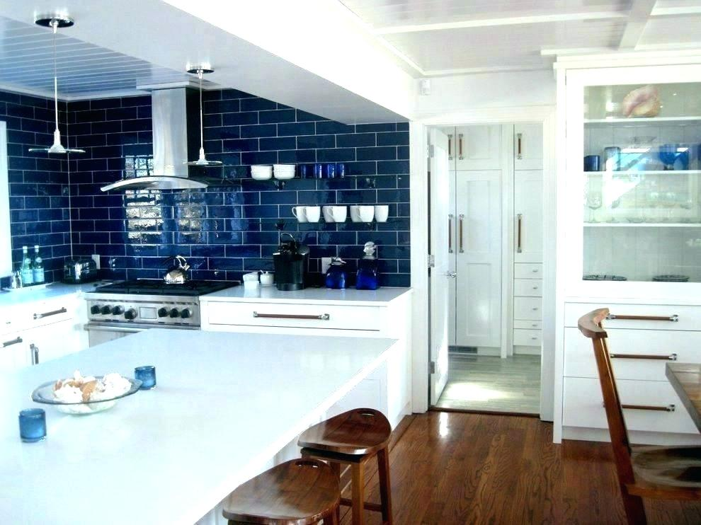 On Style Today 2020 11 15 Cool Modern Blue Kitchen Ideas With White Tile Backsplash Here